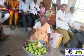IMG_9582_Fruit Vendor Yemmi Ammal on Trains